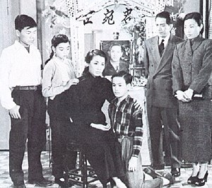 Bruce Lee - Bruce Lee and his family, when he was a child.