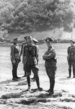 General Erwin Rommel and his staff observe troops of the 7th Panzer Division practicing a river crossing at the Moselle River in France in 1940. Bundesarchiv Bild 101I-124-0242-24, Mosel, Julius v. Bernuth, Erwin Rommel.jpg