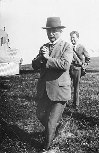 Hugo Junkers - Junkers on the airfield