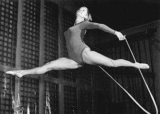 Rope (rhythmic gymnastics) - Image: Bundesarchiv Bild 183 F1115 0022 001, Irene Binder