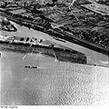 Bundesarchiv Bild 195-0810, Rheinbefliegung, Köln-Niehl.jpg