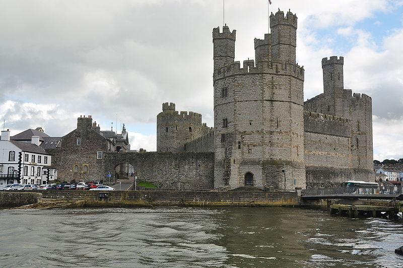 File:Caernarfon Castle (7345).jpg