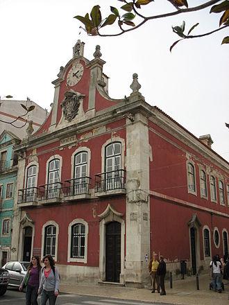 Caldas da Rainha - The former municipal hall stands on Praça da República. The building now serves as headquarters for the junta de freguesia (civil parish executive body) of União das Freguesias de Caldas da Rainha — Nossa Senhora do Pópulo, Coto e São Gregório.