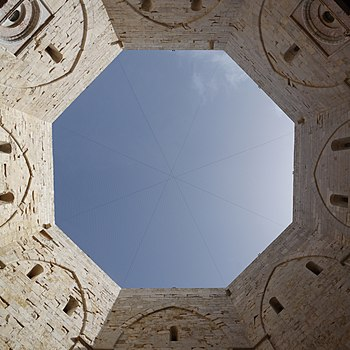 Castel del Monte, view from the courtyard to the sky