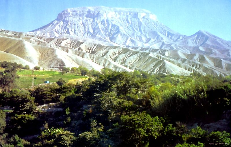 File:Cerro Baul.jpg