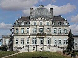 Château de Verneuil façade ouest-côté jardin.jpg
