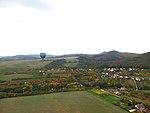Chabaně, letecký pohled s balónem (1).jpg