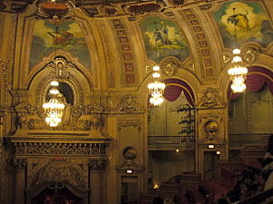 English: The ornate interior of the Chicago Th...