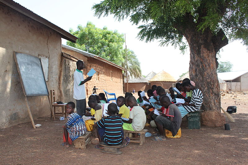 File:Children being taught in an outdoor clasroom in northern Ghana (8406164622).jpg