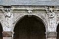 Cinquième arcade de la galerie ouest du cloître de l'ancienne abbaye saint Melaine, Rennes, France.jpg