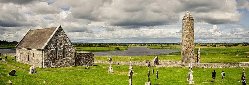 File:Clonmacnoise Medieval Monastic Site.jpg