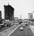 Collectie NMvWereldculturen, TM-20000907, Negatief, 'Gezicht op Jalan Thamrin met een rotonde', fotograaf Boy Lawson, 1971.jpg