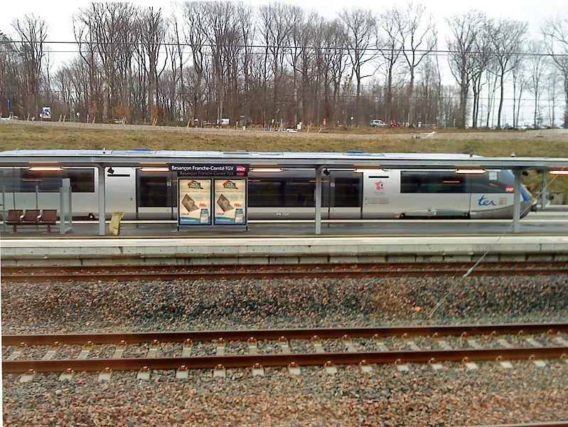 Une correspondance TER à la gare de Besançon Franche-Comté TGV.