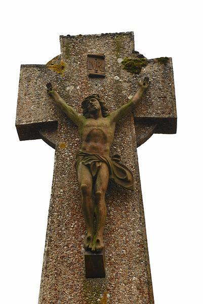 Croix dans le cimetière de Monteneuf, Rue Saint-Nicodème