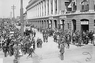 1914 World Series - Image: Crowd Outside Shibe 1914Series Game 1