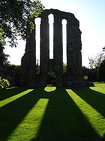 CroxdenAbbey(LindaBailey)Aug2006.jpg