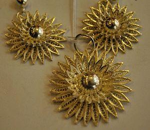 Tarakasi - Image: Cuttack Tarkasi (silver filigree) pendant & ear rings