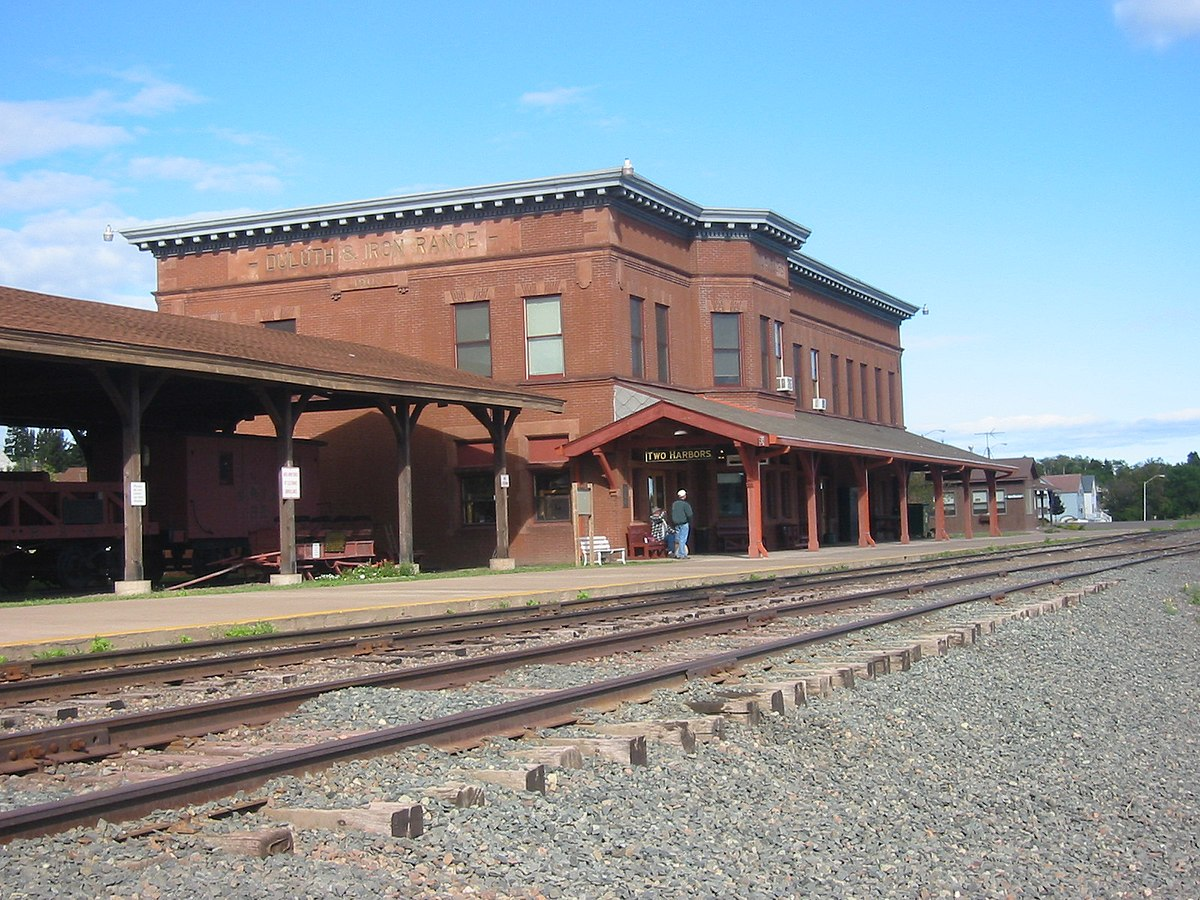 Two harbors station wikipedia for Duluth mn resorts e cabine