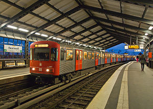 U3 (Hamburg U-Bahn) - Image: DT3 U Bahn U3 Baumwall Abend 6289 f 6
