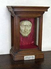 Recreated death mask of Dante Alighieri in Palazzo Vecchio, Florence (Source: Wikimedia)