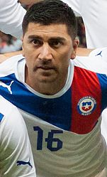 David Pizarro Footballteam of Chile - Spain vs. Chile, 10th September 2013 (cropped).jpg