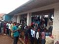 Des spectateurs d'un match au stade de la Concorde de Kadutu à Bukavu en RDC 01.jpg