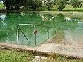 Die Westgünz füllt das Schwimmbad. - panoramio.jpg