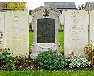 Duhallow ADS Commonwealth War Graves Commission Cemetery - Image: Duhallow A.D.S. Cem. Belgisch graf