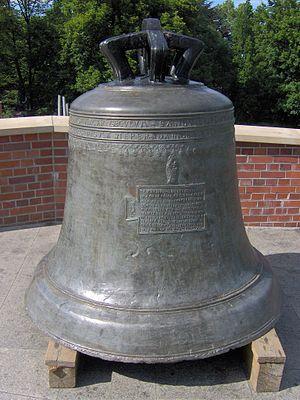 Dzwon z Jasnej Góry.jpg