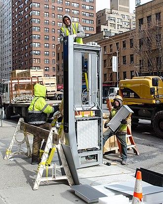 LinkNYC - Link installation