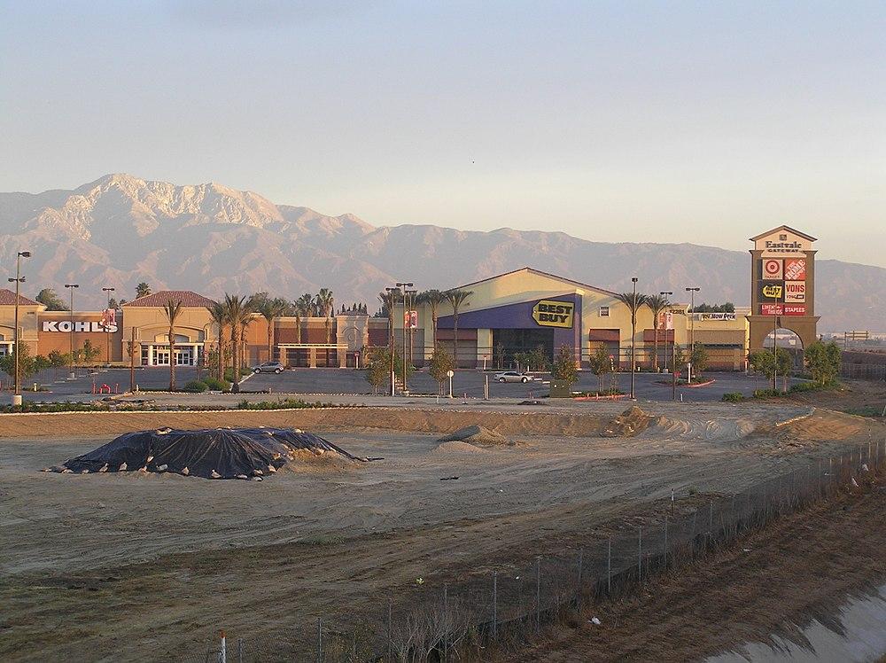 The population density of Eastvale in California is 1580.33 people per square kilometer (4093.67 / sq mi)