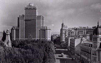 Edificio España - The Edificio España in the 1950s