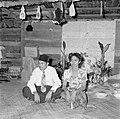 Een man en een vrouw op een Javaans feest in Paramaribo, Bestanddeelnr 252-2580.jpg