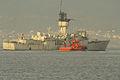 El remolcador Roque S en el lado de estribor de la fragata (15607710581).jpg