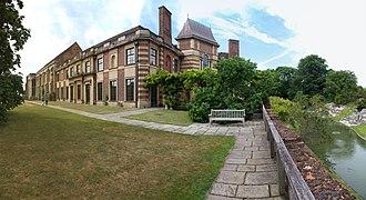 Eltham Palace - Image: Eltham Palace (25098625346)