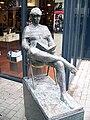 Emmen - Lezend meisje (1993) van Bert Kiewiet 01.jpg