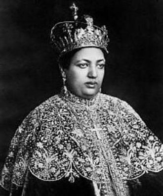 Menen Asfaw - Image: Empress Menen Asfaw with Crown