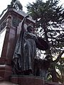 Estatua en monumento a Bernardo O'Higgins en Plaza Chile.jpg