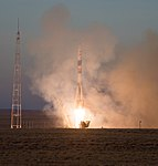 Expedition 58 Launch (NHQ201812030003).jpg