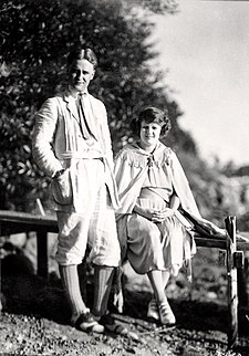 F. Scott and Zelda in Minnesota in 1921 F Scott Fitzgerald and wife Zelda September 1921.jpg