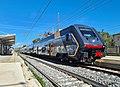 Fara Sabina - stazione ferroviaria - elettrotreno Trenitalia Rock.jpg