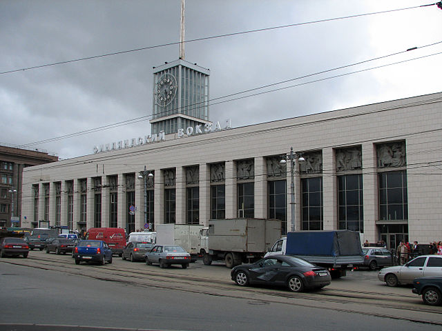 ВПетербурге закрывали навход станцию метро «Площадь Ленина»