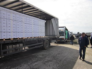 Israel–Syria relations - Apple exports to Syria at Quneitra crossing, February 2011
