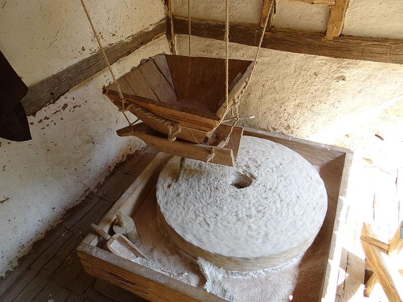 Flour hydraulic wheel, middle age, Guedelon, France