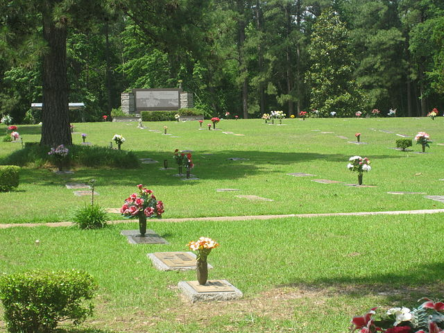 File:Forest Lawn Memorial Park in Ruston, LA IMG 3823.JPG ...