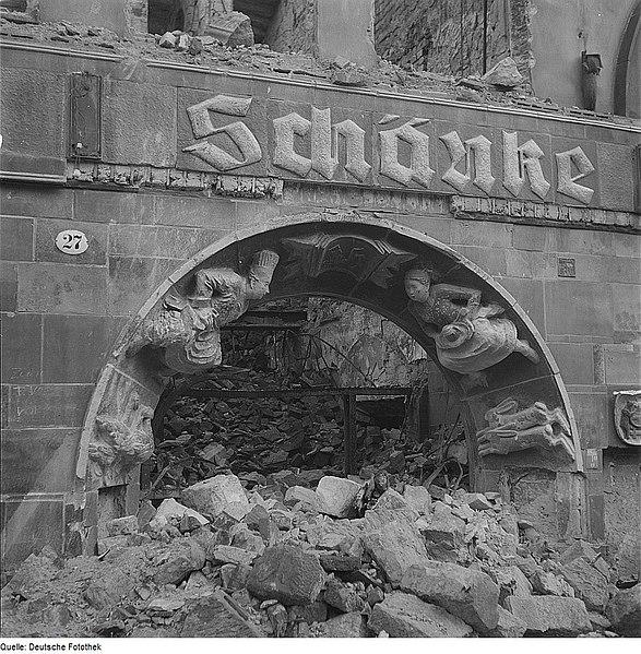 File:Fotothek df ps 0000081 002 Ruine der Bärenschänke, Portalgewände mit Koch undKel.jpg