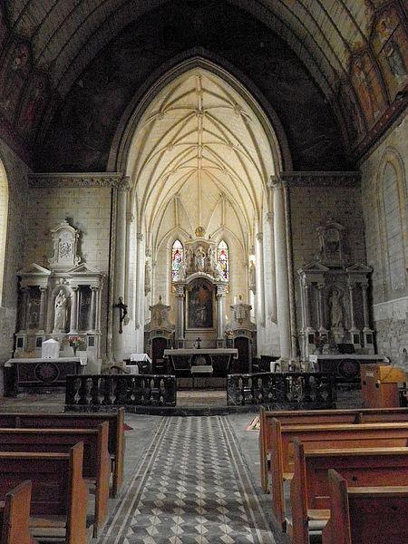 Église Saint-Étienne de Fougeré (49). L'arc diaphragme séparant la nef du chœur.