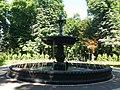 Fountain in Mariinskyi Park, Kyiv 01.jpg