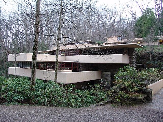 File frank lloyd wright fallingwater exterior 2 jpg for Frank lloyd wright piani casa della prateria