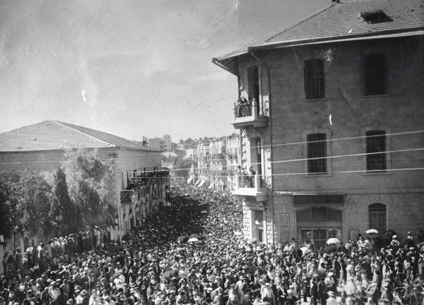 Funeral of chief rabbi A. I. Kook, Jerusalem 1935